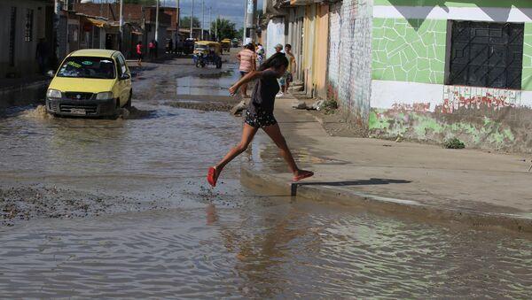 Poblado inundado en el departamento de Piura, Perú - Sputnik Mundo