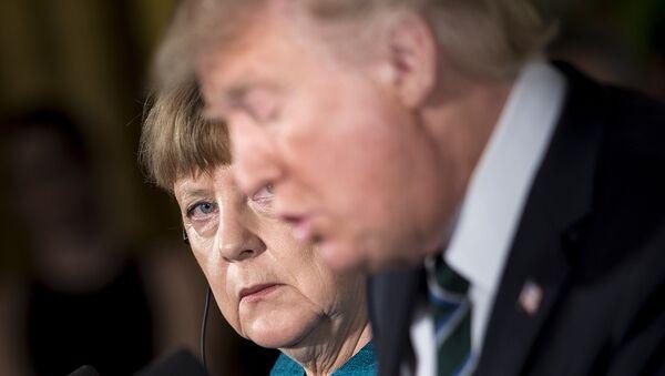 El presidente estadounidense, Donald Trump, y la canciller alemana, Ángela Merkel - Sputnik Mundo