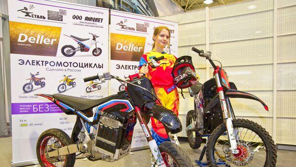 Las motocicletas Deller Sport y Sport Young en una feria de los motoristas - Sputnik Mundo