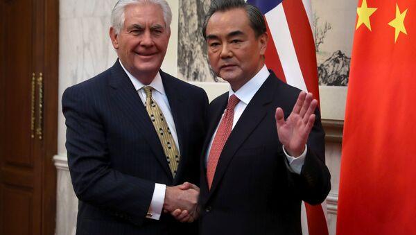 Rex Tillerson, secretario de Estado estadounidense, y Wang Yi, ministro de Exteriores de China - Sputnik Mundo