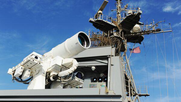 El láser instalado en el barco estadounidense USS Ponce (archivo) - Sputnik Mundo