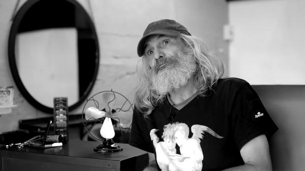 Una peluquería de Palma de Mallorca transformó la a un sin techo - Sputnik Mundo