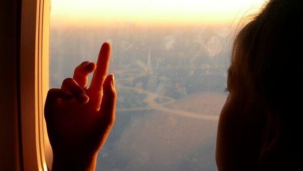 A girl in a plane - Sputnik Mundo