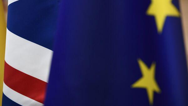 Bandera del Reino Unido y la UE - Sputnik Mundo