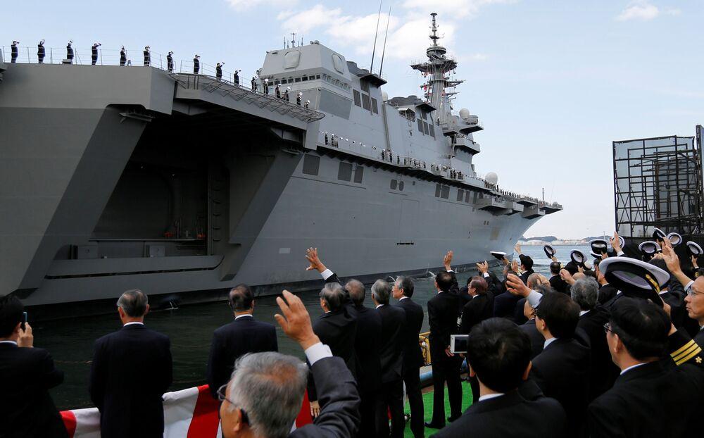 El portahelicópteros más grande de Japón
