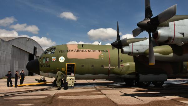 Un avión Hércules C-130 de la Fuerza Aérea Argentina - Sputnik Mundo