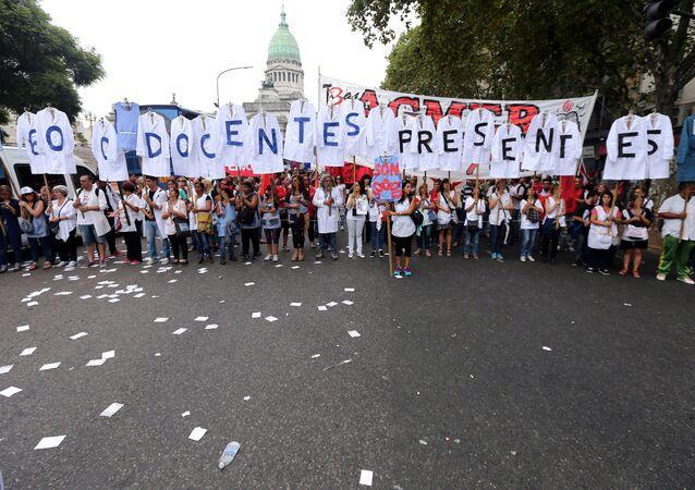 Protesta de maestros argentinos en Buenos Aires