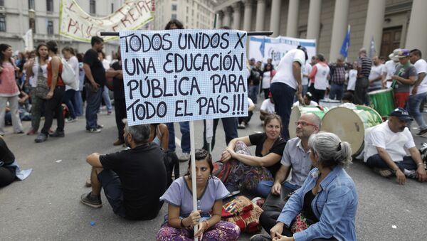Protesta de maestros en Buenos Aires - Sputnik Mundo