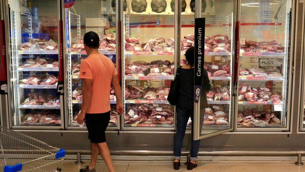 Carne en supermercado brasileño - Sputnik Mundo
