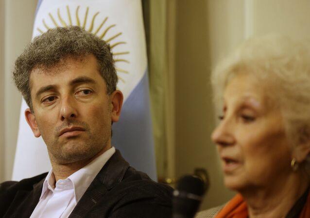 Ignacio Montoya Carlotto con su abuela Estela de Carlotto
