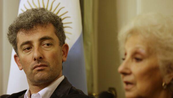 Ignacio Montoya Carlotto con su abuela Estela de Carlotto - Sputnik Mundo