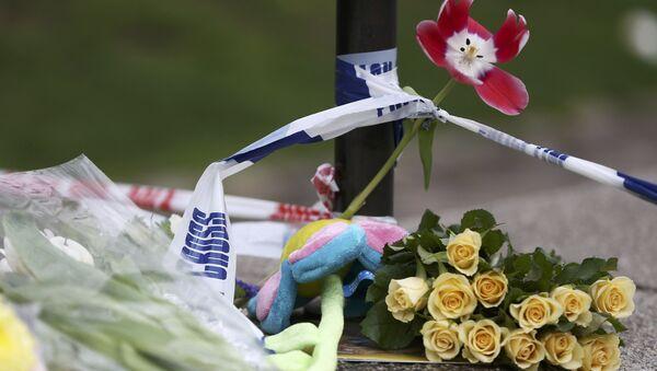 Flores y cartas en el lugar del atentado en el centro de Londres, Reino Unido - Sputnik Mundo