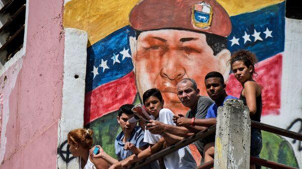 Граффити с изображением бывшего президента Венесуэла Уго Чавеса в Каракасе  - Sputnik Mundo
