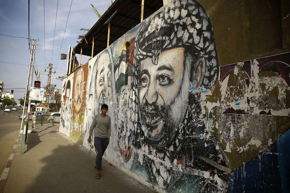Grafiti con la imagen del expresidente de la Autoridad Nacional Palestina, Yasir Arafat, en Gaza