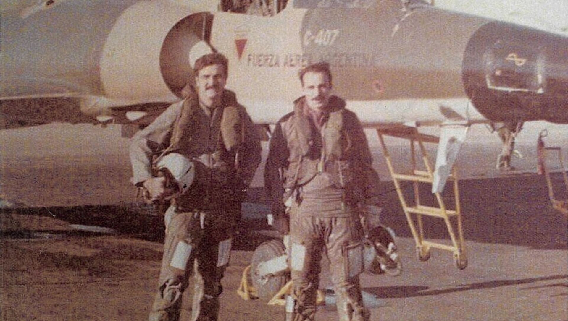 Brigadier Horacio Mir González junto a otro piloto - Sputnik Mundo, 1920, 21.03.2017