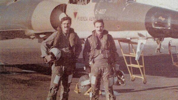 Brigadier Horacio Mir González junto a otro piloto - Sputnik Mundo
