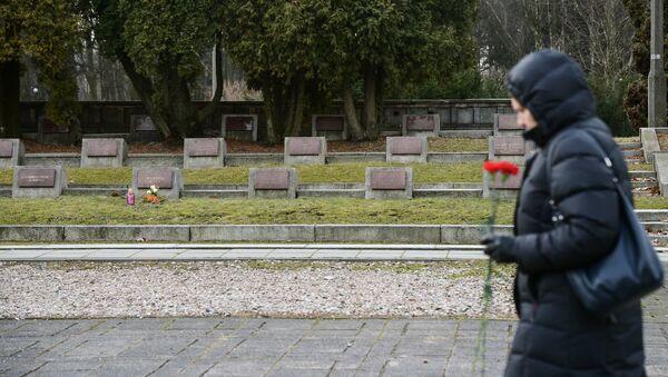 Сementerio de soldados soviéticos en Varsovia (Archivo) - Sputnik Mundo