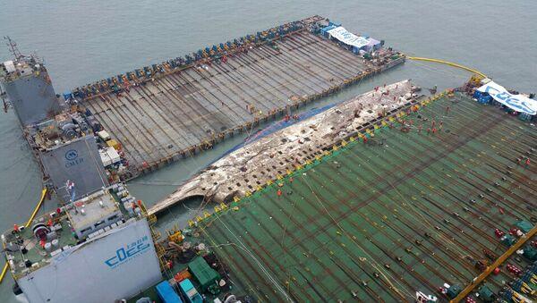 Corea del Sur finaliza subida del ferry Sewol y prepara su traslado a puerto - Sputnik Mundo