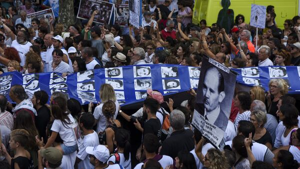 Members of the Madres de Plaza de Mayo and Abuelas de Plaza de Mayo human rights organizations are joined by thousands of demonstratorsas they carry a large banner with portraits of people who disappeared during the 1976-1983 military dictatorship, during a gathering to commemorate the 41th anniversary of the 1976 coup, along Mayo Avenue in Buenos Aires on March 24, 2017. - Sputnik Mundo