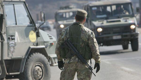 Un soldado en Kosovo (archivo) - Sputnik Mundo