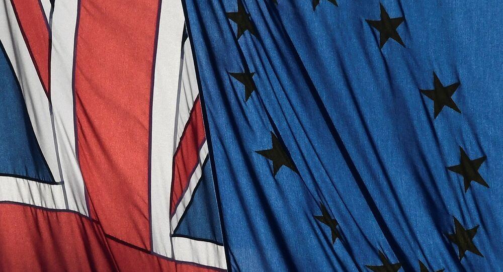 Banderas de Reino Unido y UE