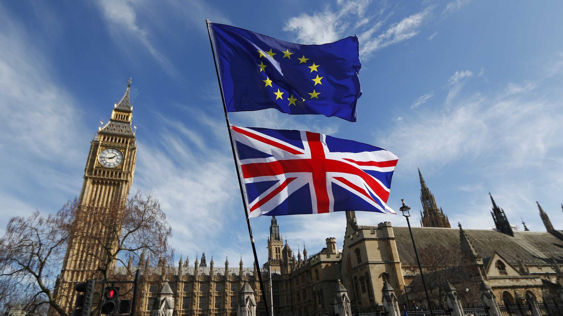 Banderas de Reino Unido y UE - Sputnik Mundo, 1920, 29.04.2021