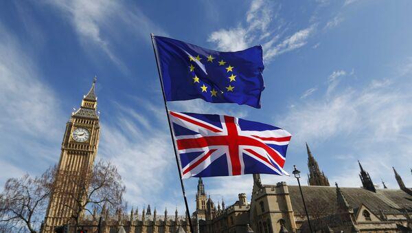 Banderas de Reino Unido y UE - Sputnik Mundo