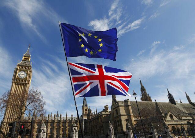 Banderas de Reino Unido y UE (archivo)
