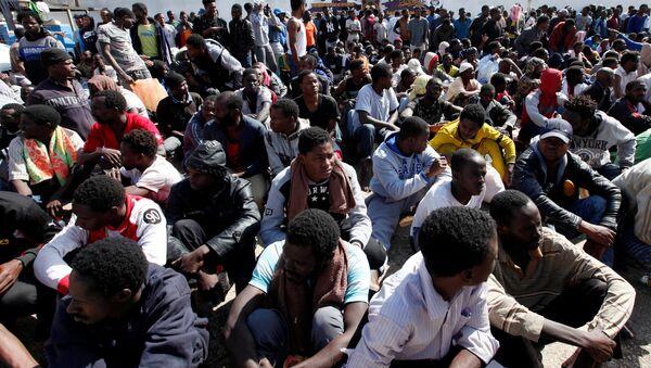 Los migrantes rescatados en Libia - Sputnik Mundo