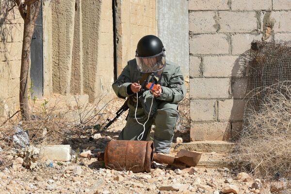 Zapadores rusos desminan la ciudad liberada de Palmira - Sputnik Mundo