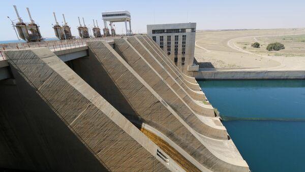 Una vista muestra parte de la presa de Tabqa en el río Éufrates, cerca de Al Raqa - Sputnik Mundo