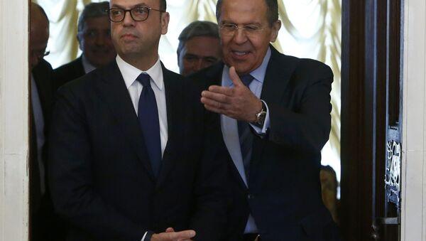 Serguéi Lavrov, ministro de Exteriores de Rusia con su homólogo italiano Angelino Alfano (Archivo) - Sputnik Mundo