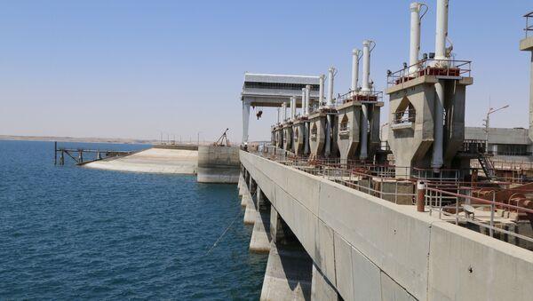 Presa de Tabqa en el río Éufrates, cerca de Al Raqa - Sputnik Mundo