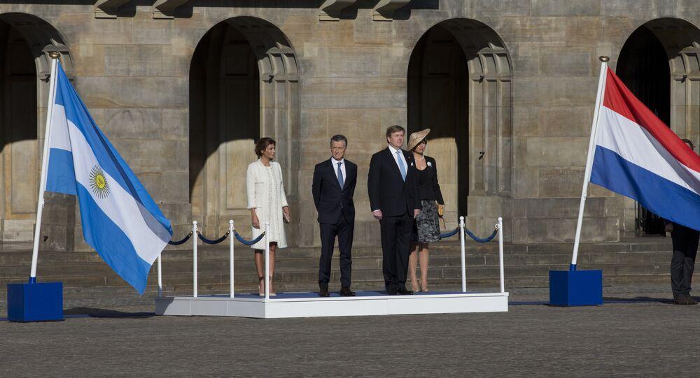 Mauricio Macri, presidente de Argentina, Willem Alexander, rey de los Países Bajos, con sus esposas