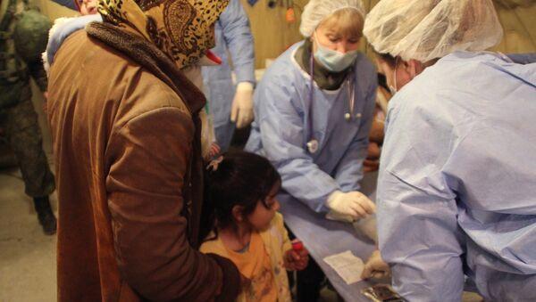 Médicos rusos ayudan a los civiles sirios en Alepo - Sputnik Mundo