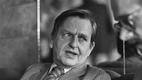 Former Swedish Prime Minister Olof Palme talks to journalists after his one-hour meeting with Coviet President Leonid Brezhnev in Moscow - Sputnik Mundo