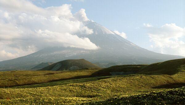 Volcán Kliuchevskoi de Kamchatka (archivo) - Sputnik Mundo