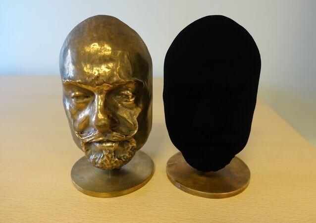 Un objeto que ha recibido una capa de pintura Vantablack