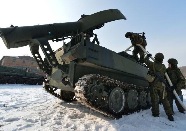 El aparato de desminado soviético UR-77 Meteorit, también utilizado en Siria