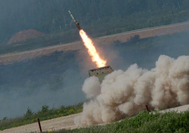 Sistema de lanzacohetes ruso TOS-1 Solntsepiok