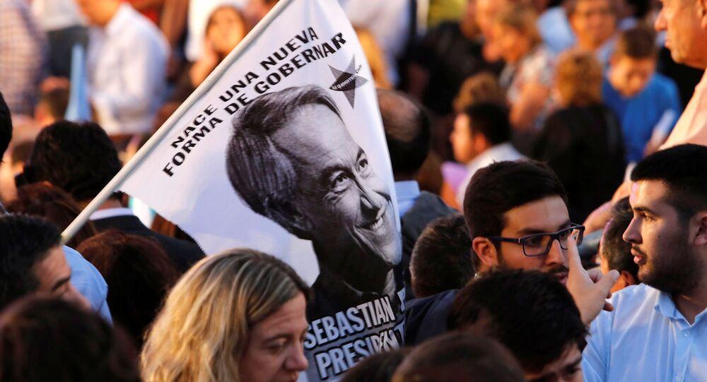 Bandera con el retrato de Sebastián Piñera, candidato a la Presidencia de Chile