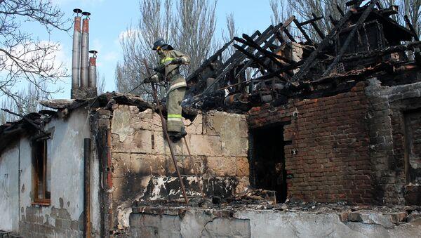 Un edificio destruido en Donetsk - Sputnik Mundo