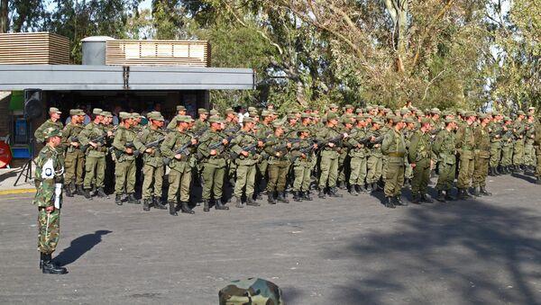 Cadetes del ejército argentino instantes antes de proceder a interpretar el himno de Argentina en un acto realizado en el Cerro de la Gloria de Mendoza. - Sputnik Mundo