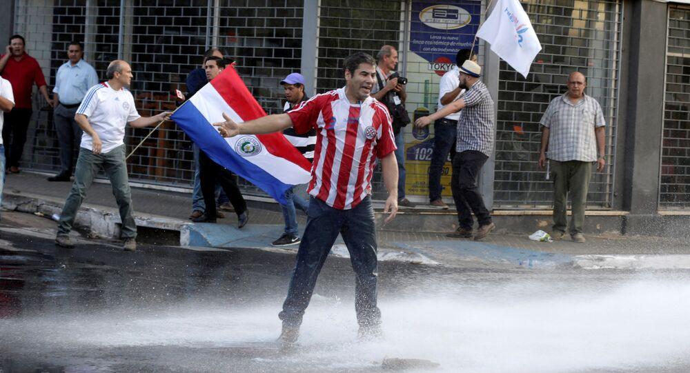Protesta contra un proyecto de reforma constitucional en Paraguay
