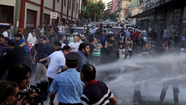 Choques entre policía y manifestantes en Asunción - Sputnik Mundo