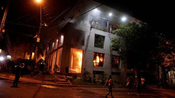 Manifestantes incendian el Congreso de Paraguay - Sputnik Mundo