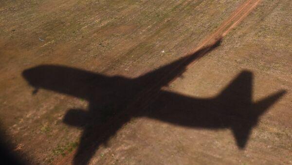 La sombra de un avión - Sputnik Mundo