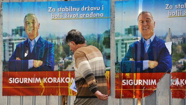 Cartel de la campaña electoral del primer ministro de Montenegro, Milo Dukanovic - Sputnik Mundo