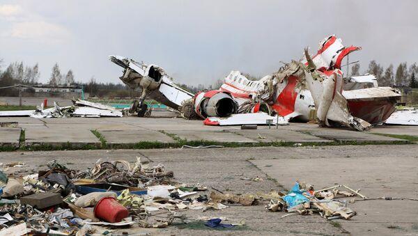 Restos del avión polaco Tu-154 siniestrado en la región rusa de Smolensk - Sputnik Mundo