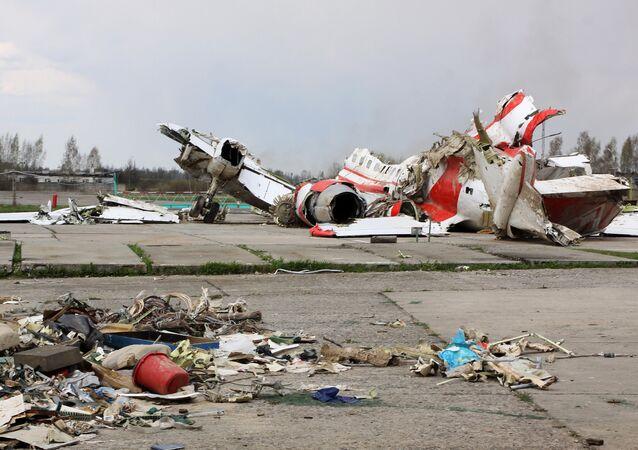 Restos del avión polaco Tu-154 siniestrado en la región rusa de Smolensk